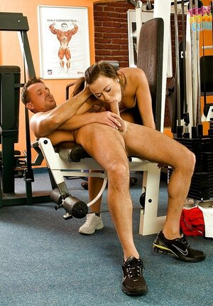 Gym is empty so fitness instructor can make loyal customer give bj him off